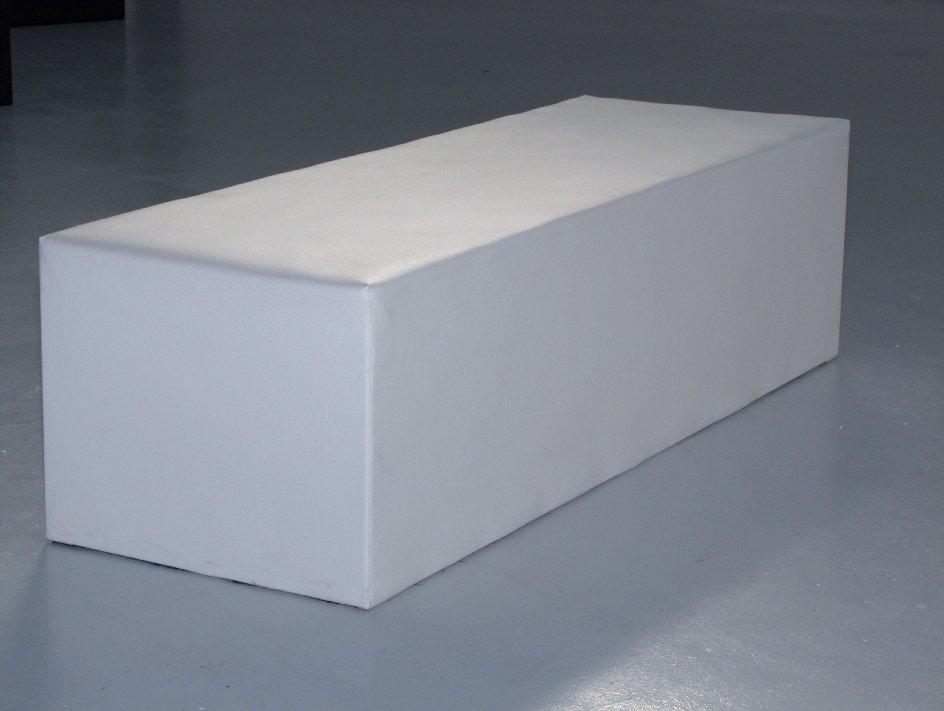 Noleggio arredi lounge panca milano bianca in ecopelle a for Noleggio arredi design milano