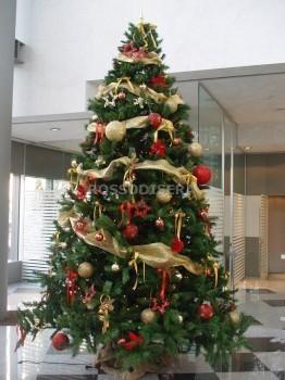 Albero Natale Decorato Rosso noleggio albero di natale 4 mt. a milano