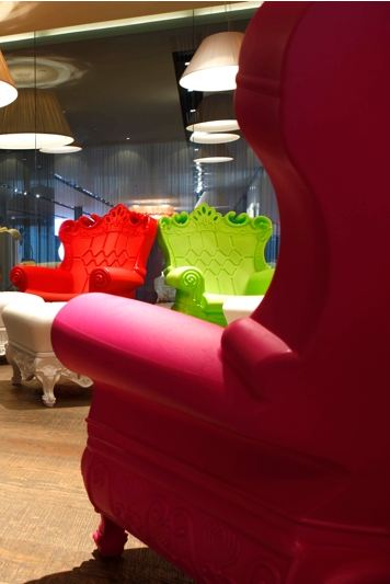 Noleggio Poltrona Queen of Love - colori: Orange, Green, Pink, Red ...