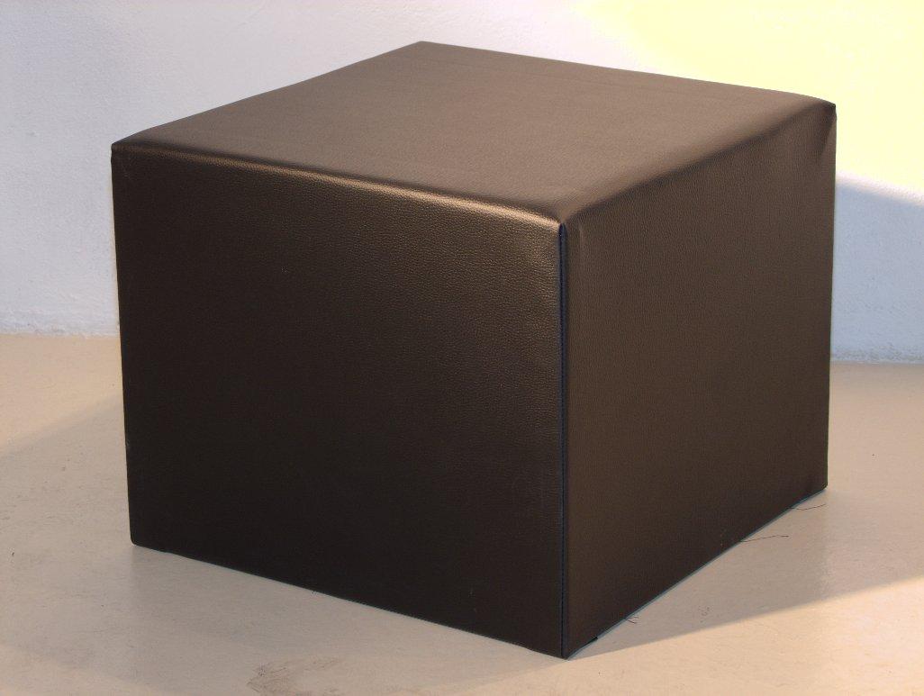 Noleggio arredi lounge pouf brescia neri in ecopelle a milano for Noleggio arredi