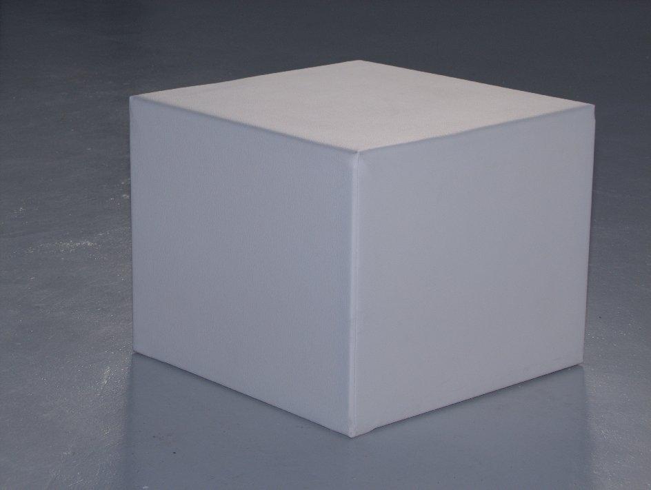 Noleggio arredi lounge pouf bergamo bianchi in ecopelle a milano