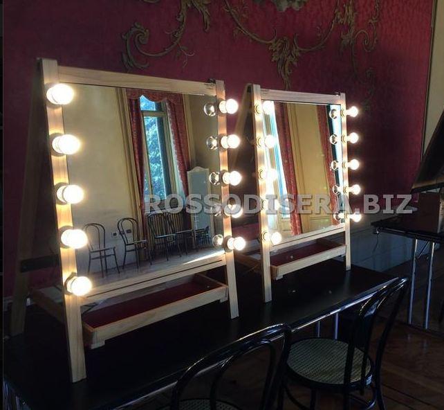 Mobile specchio make up idee per interni e mobili for Noleggio arredi